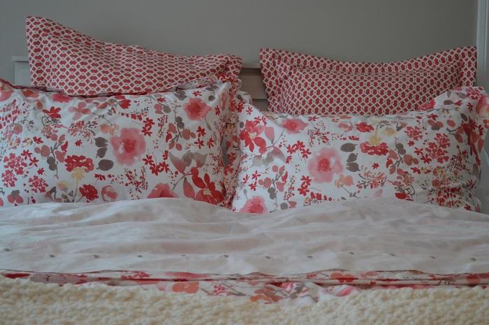 Prehoz na posteľ v romantickom štýle